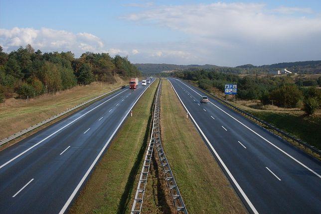 Autostrada A4 wiedzie wzdłuż dwóch łańcuchów górskich – Sudetów i Karpat