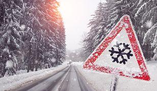 Zasłonięte zimą znaki mogą być problemem dla kierowców.
