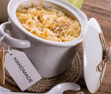 Kapusta kiszona to zdrowy dodatek w diecie odchudzającej.