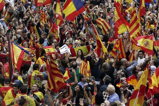 Mimo ogromnych pro-niepodległościowych demonstracji, to zwolennicy pozostania w Hiszpanii mają w Katalonii przewagę