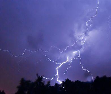 IMGW wydało ostrzeżenia pierwszego stopnia przed burzami, deszczem i gradem