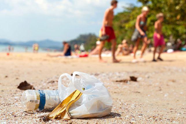 Śmieci zalewają plaże na Balearach