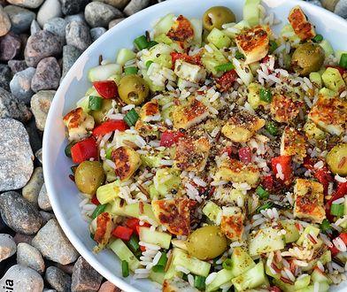 Sałatka z ryżem i serem halloumi