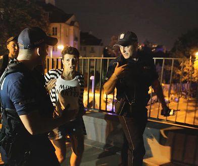 Funkcjonariusze dostali zadanie odseparowania konkretnych osób od protestujących