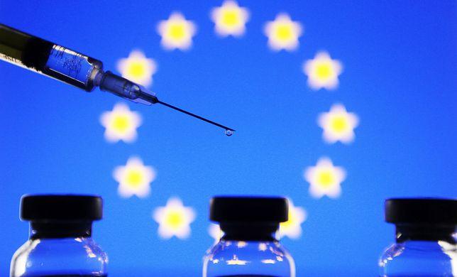Koronawirus. WHO odrzuca planowane unijne paszporty szczepień