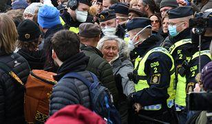 Koronawirus w Szwecji. Policja rozbiła demonstrację koronasceptyków