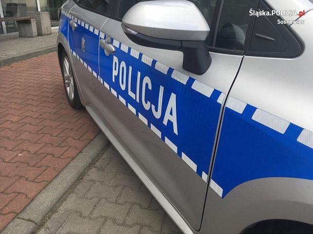 Śląskie. Policjanci w Sosnowcu udzielili pomocy chorej na Covid-19 seniorce. 80-letnia kobieta trafiła do szpitala.