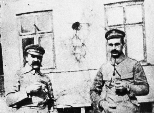 Józef Piłsudski (L) i gen. Kazimierz Sosnkowski (P)