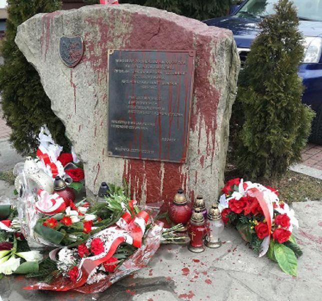 Pomnik odsłonięto w 2015 roku