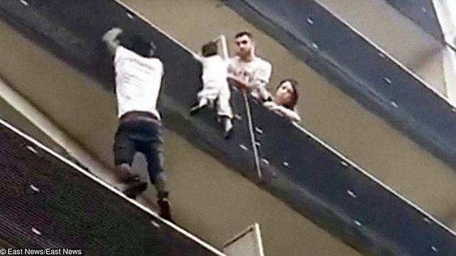 Mężczyzna wspiął się na 4. piętro i uratował chłopca
