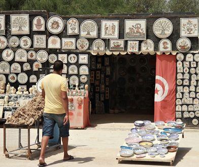 Polacy wracają do Tunezji. Na lotniskach drobiazgowe kontrole, wszędzie słychać jedno: no tourists