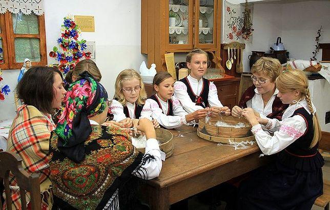 Obrzęd darcia pierza w Wilanowie