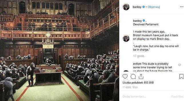 Szympansy w parlamencie. Słynny artysta komentuje brexit w swoim stylu