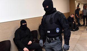 Prokuratura oskarża urzędników skarbówki. Mieli wyłudzać VAT