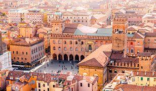 Piękna Bolonia w północnej części Włoch to obowiązkowy punkt zwiedzania podczas objazdówek w tym rejonie