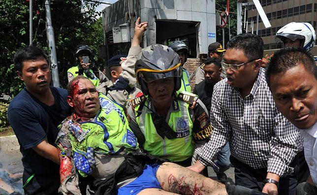 Indonezja: kilka eksplozji i strzały w centrum Dżakarty