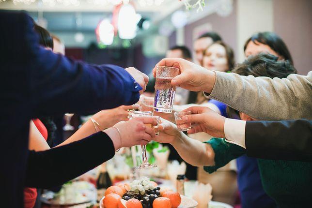 Alkohol to poważny wydatek na każdym weselu.