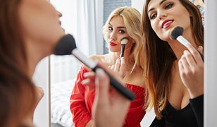 Kocie konturowanie pozwala na świeży i naturalny makijaż.