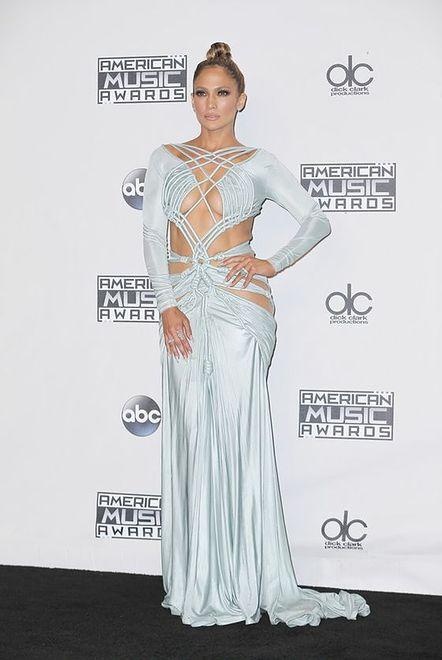 Jennifer Lopez w sukience Charbela Zoe