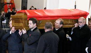 """Rok po śmierci Adamowicza. """"Ta trumna nas przytłoczyła"""""""
