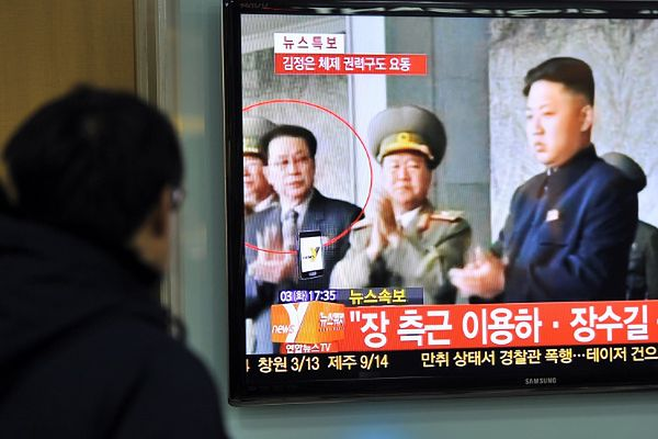 Tajemniczy zbieg miał być pracownikem Dzang Song Thaeka (na zdjęciu w czerwonym okręgu), wuja przywódcy reżimu, który sam został dosunięty od władzy