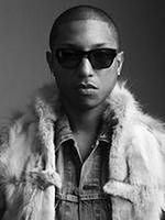 Pharrell Williams ściska Andy'ego Samberga