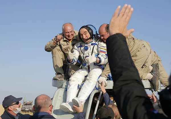 Po roku w kosmosie rosyjscy członkowie załogi ISS powrócili na Ziemię