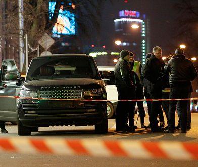 Kijów. Po ataku radny z rannym synkiem na rękach prosił o pomoc przechodniów