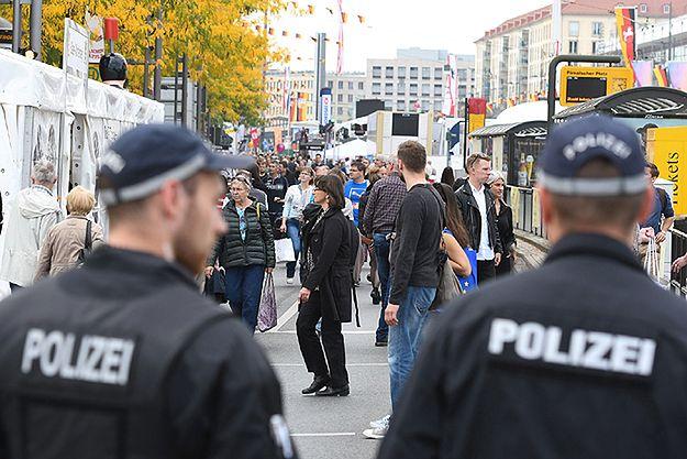 Niemcy: ataki na policję i płonące radiowozy przed Dniem Jedności Niemiec w Dreźnie
