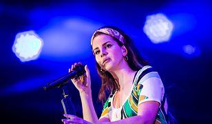 Lana Del Rey podczas występu w Burton Constable Hall.