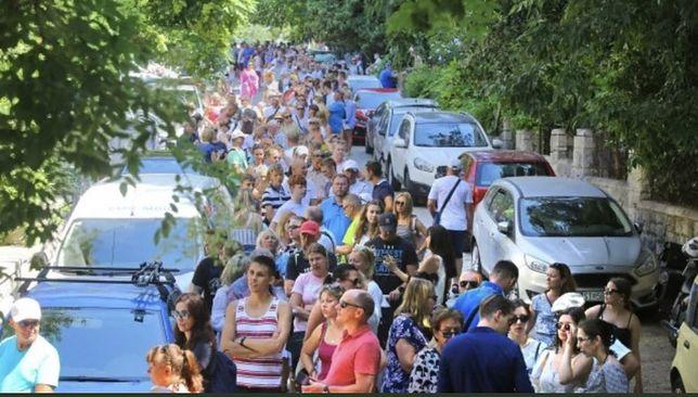 Wybory 2020. Kolejka chętnych do głosowania w Chorwacji cały czas rosła (zdjęcie: Robert Makłowicz)