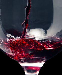 Stylowe gadżety dla miłośników wina. Pomysł na elegancki prezent