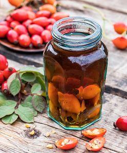 Nalewka z dzikiej róży. Jak zrobić esencję z niewiarygodnie wysoką dawką witaminy C?