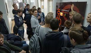 Tą maszyną studenci Politechniki Warszawskiej odkryli żyłę złota. Kebab z automatu