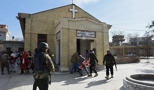 Ewakuacja rannych z zaatakowanego kościoła w Pakistanie
