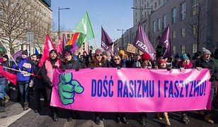 """Marsz """"Dość rasizmu i faszyzmu"""" przeszedł ulicami stolicy. Demonstranci solidarni z Nową Zelandią"""