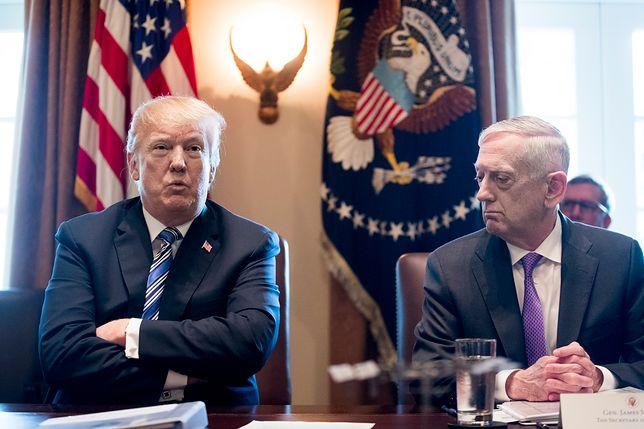 Donald Trump i ustępujący ze stanowiska ministra obrony USA James Mattis