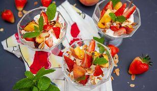 Grillowane brzoskwinie. Patent na pyszny letni deser wedłu Ewy Wachowicz