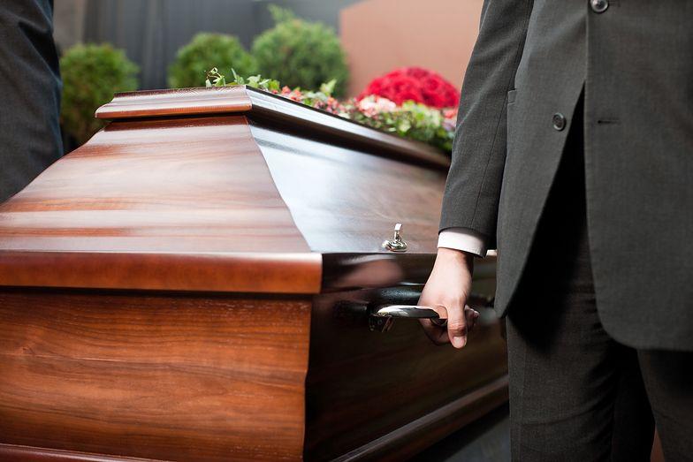 Koszmar na pogrzebie. W Zielonej Górze  ludzie uciekali z cmentarza