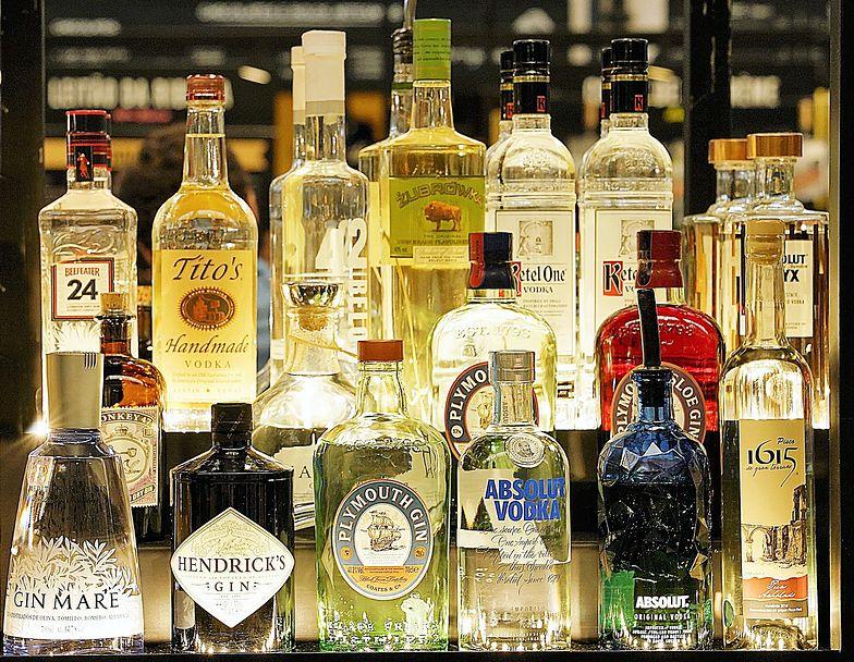 Wszędzie spada, w Polsce rośnie. Ten alkohol Polacy upodobali sobie w 2020 r.
