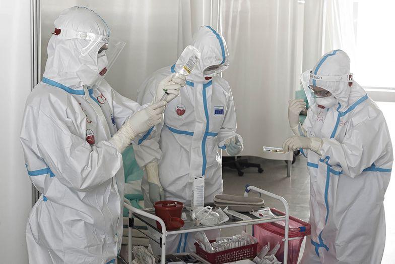 Koronawirus w Polsce. Coraz więcej zakażeń i zgonów. Oto niedzielny raport