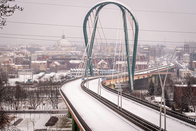 Bydgoszcz. Wantowy most drogowy nad rzeką Brdą został zamknięty po siedmiu latach od oddania do użytku