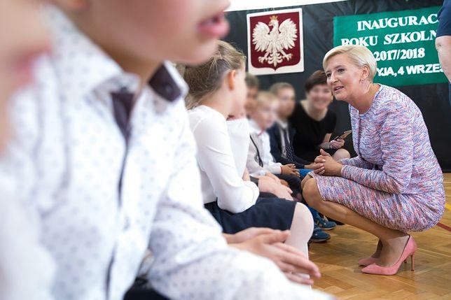 Nauczyciele ze szkoły Agaty Dudy popierają strajk. Pierwsza dama im nie pomoże