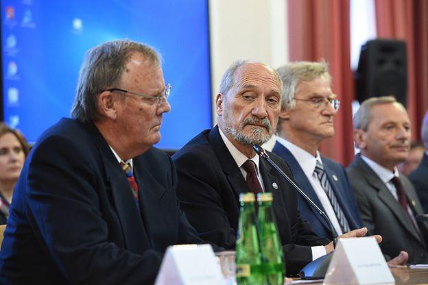 Politycy komentują konferencję podkomisji badającej katastrofę smoleńską. Rabiej: mistrzostwo manipulacji