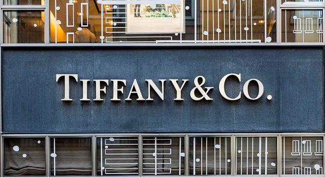Tiffany ma kłopoty?