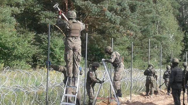 Płot na granicy już staje. Wojsko rozpoczęło budowę w regionie Zubrzycy Wielkiej