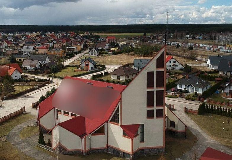 Zdjęcie dachu kościoła w Łubianie hitem sieci. Nie uwierzysz, co tam zamontowano