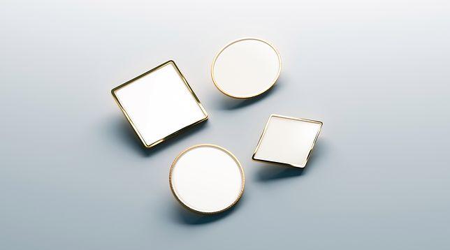 Geometryczna biżuteria nada stylizacji nutki nowoczesności