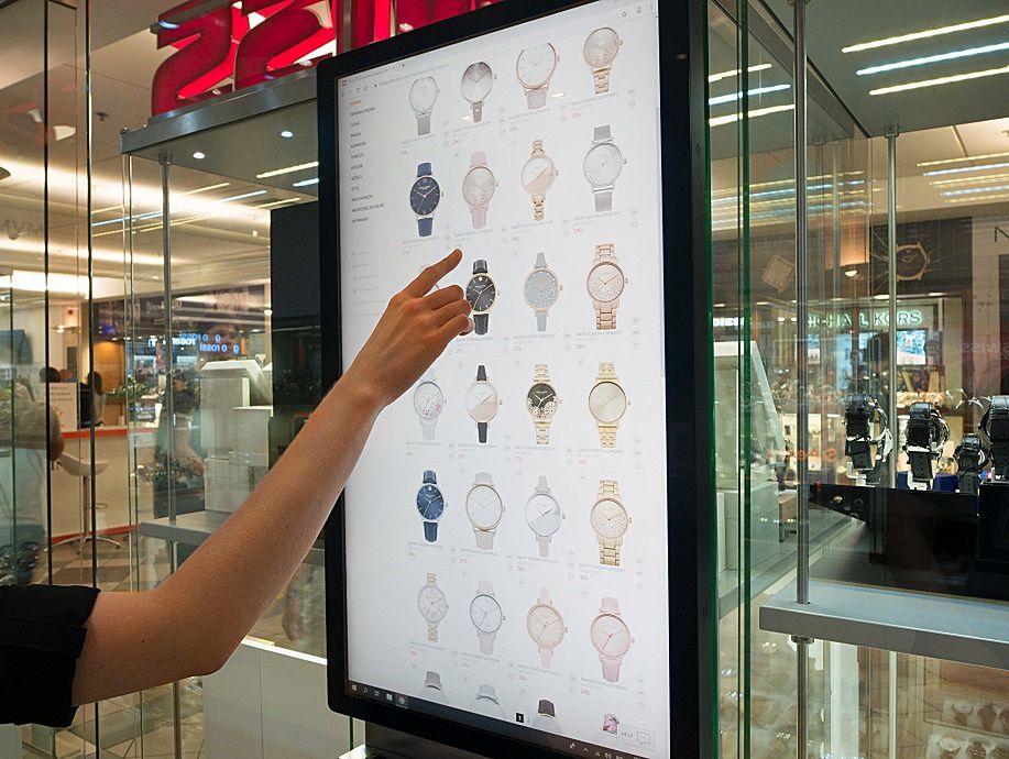 Zakupy przez internet, ale w butiku: SWISS przyłączył się do nowego trendu