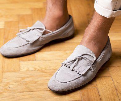 Gołe kostki dopuszczalne są przy każdym niskim obuwiu, może poza lakierkami